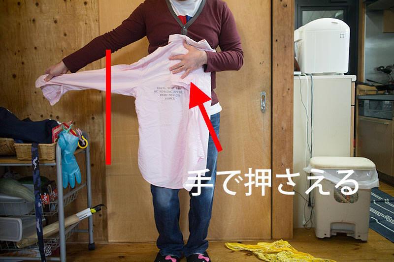 UNIQLO式シャツの畳み方 ユニクロはこうやってやっている 手で